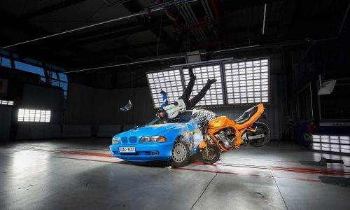 AMZS test motorističnih oblačil z vgrajenimi varnostnimi mehovi