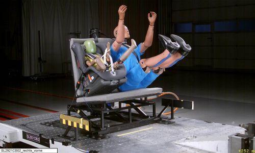 AMZS varnostni test sedežnih klopi v avtodomu