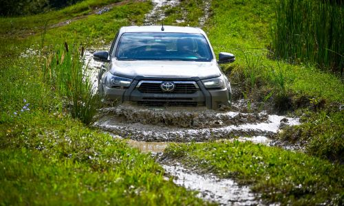Test: Toyota hilux 2,8 D-4D invincible 4x4