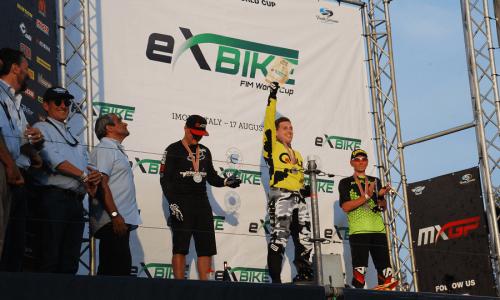 Anže Svetek zmagovalec premierne dirke svetovnega pokala z e-kolesi