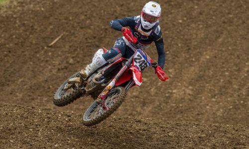 Tim Gajser sedmič v nizu na vrhu zmagovalnega odra na dirki svetovnega prvenstva MXGP