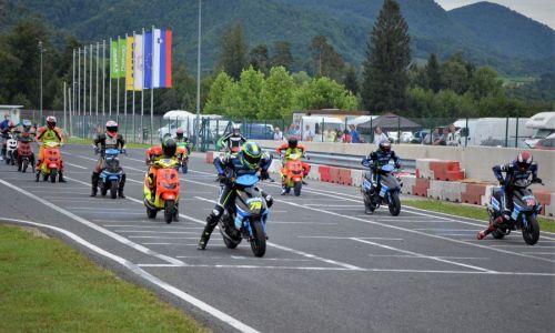 Vozniki minimota, minigpja in skuterjev vozili na Vranskem