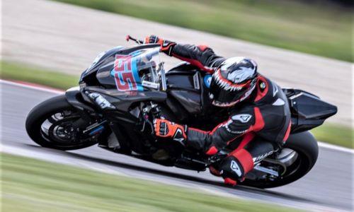 Cestno hitrostni motociklisti opravili s prvo dirko sezone
